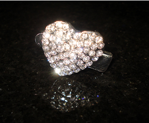 #S0018 - Dog Rhinestone Hair Clip - Sparkly Heart