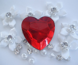 #1HRTCL - Puppy Love, Ruby Red Heart Clip